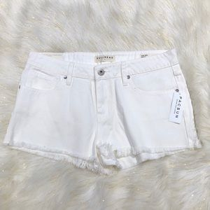 Bullhead White Low Rise Jean Shorts 11 NWT